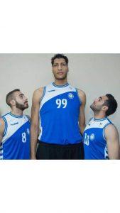 أحمد عزب و أخيه عمر عزب مع حمد أطول لاعب كرة سلة في مصر