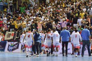 جمهور الزمالك يحتفل مع فريقه بدوري السلة