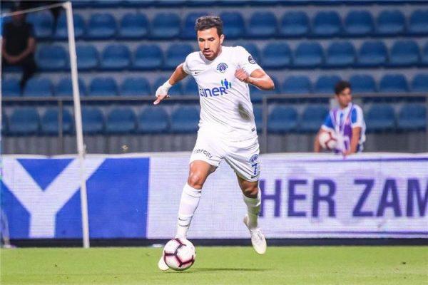 محمود تريزيجيه ينتقل إلى أستون فيلا رسميا