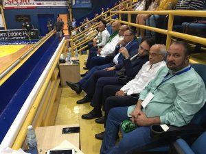 السفير المصري يشاهد مباراة الاتحاد و المجمع البترولي الجزائري في بطولة الحريري