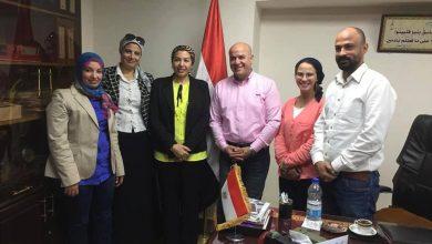 صورة بروتوكول تعاون بين الوزارة و اتحاد الكره والثقافي البريطاني لتعليم مهارات الكره النسائية