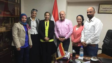 Photo of بروتوكول تعاون بين الوزارة و اتحاد الكره والثقافي البريطاني لتعليم مهارات الكره النسائية
