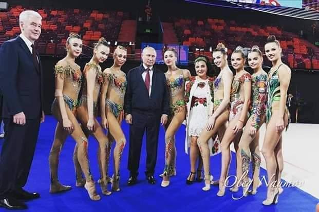 بوتين مع منتخب الجمباز الروسي