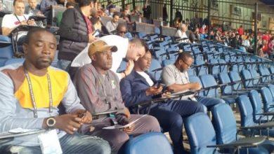 صورة مدرب غانا يُشاهد مباراة مصر وجنوب أفريقيا من المدرجات
