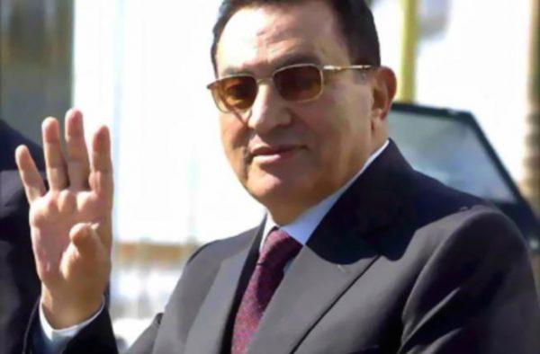 مشاهير الرياضة والسياسة ينعون الرئيس مبارك
