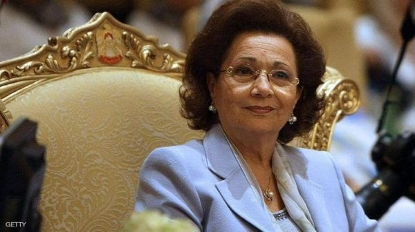 وفاة سوزان مبارك.. علاء مبارك ينفي
