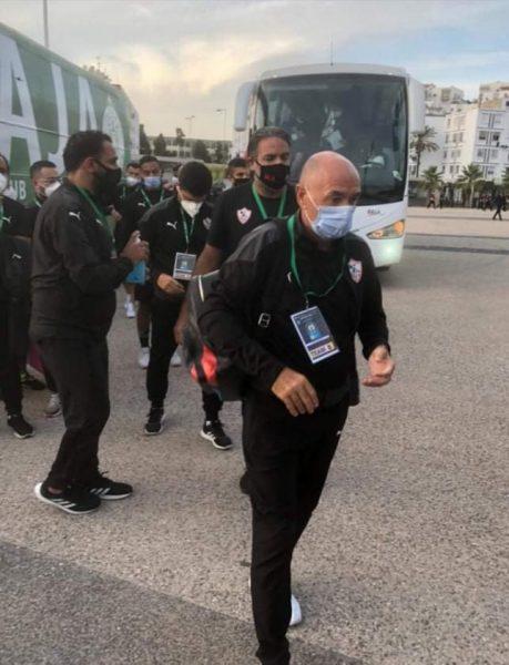 الزمالك ضد الرجاء المغربي .. حافلة القلعة البيضاء تصل لملعب المباراة