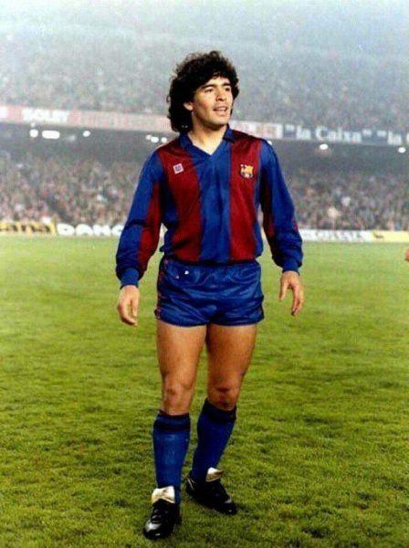 وفاة أسطورة كرة القدم مارادونا